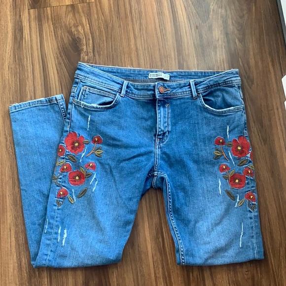 Zara- floral embroidered skinny Jean, medium wash